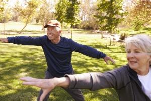 Tai chi szczególnie polecane seniorom - poprawi zdolność utrzymania równowagi [Fot. Monkey Business - Fotolia.com]