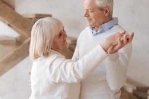 """Taniec - skuteczna """"terapia"""" ruchowa dla seniorów [Fot. zinkevych - Fotolia.com]"""
