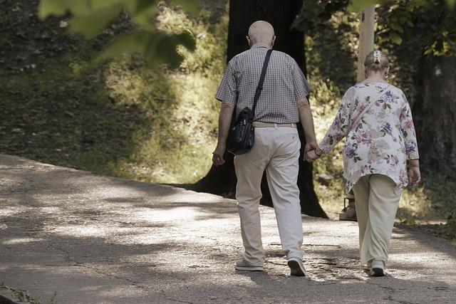Tempo chodzenia zaleÅźy od... tego, czy spacerujesz z partnerem [fot. Candid_Shots from Pixabay]
