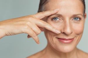 Terapia hormonalna pomaga powstrzymać rozwój zmarszczek? [Fot. Rido - Fotolia.com]