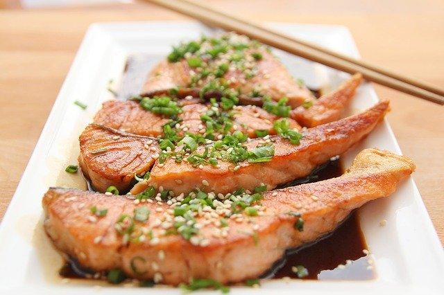 Tłuszcz pochodzący z ryb pomocny w walce z depresją [fot. Wow Phochiangrak from Pixabay]