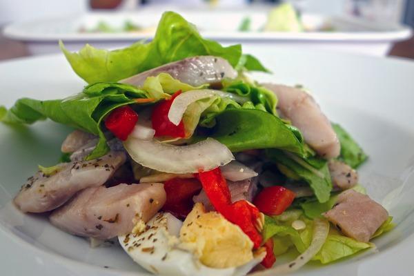 Tłuszcz ryb pomaga zwalczać stany zapalne [fot. jorono z Pixabay]