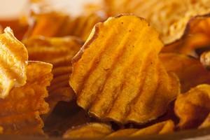 Tłuszcze trans (w chipsach, słonych przekąskach, słodyczach) zaburzają pamięć [© Brent Hofacker - Fotolia.com]