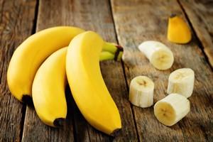 Trzy banany dziennie zmniejszą ryzyko udaru [fot. nata_vkusidey - Fotolia.com]
