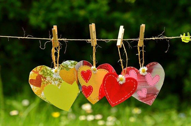 Twój nastrój zależy od tego, z kim się przyjaźnisz... [fot. congerdesign from Pixabay]
