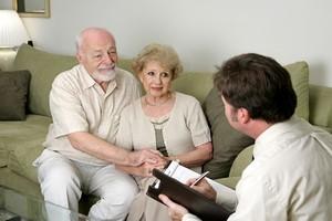 UOKiK: osoby starsze często padają ofiarą nieuczciwych praktyk sprzedawców [Umowa, © Lisa F. Young - Fotolia.com]