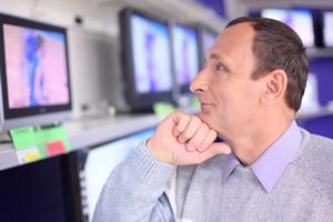 Ubezpieczenia sprzętu elektronicznego: zyskują tylko sieci handlowe [Zakup RTV, © Pavel Losevsky - Fotolia.com]
