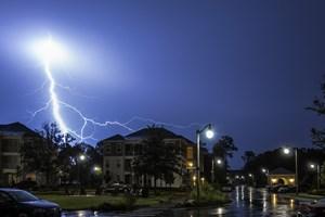 Ubezpieczyciel radzi: jak przed wizytą likwidatora szkody zabezpieczyć dom, który ucierpiał podczas burzy? [© jcpjr - Fotolia.com]
