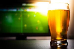 Ulubiony alkohol Polaków? Piwo. Pite przed telewizorem [© cegli - Fotolia.com]
