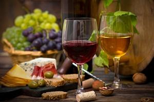 Umiarkowane picie alkoholu wzmacnia układ odpornościowy [© pilipphoto - Fotolia.com]