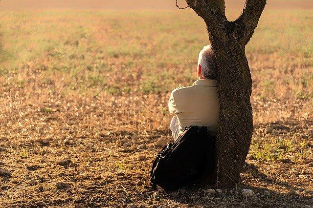 Umiejętność odpoczywania zwiększa poczucie szczęścia [fot. Jose Antonio Alba from Pixabay]