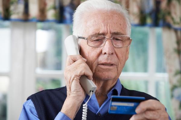 Umowa przez telefon - nie czytałeś, nie podpisuj [Fot. highwaystarz - Fotolia.com]