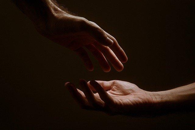 Unikamy współczucia, bo kosztuje nas zbyt dużo wysiłku [fot. Jackson David from Pixabay]