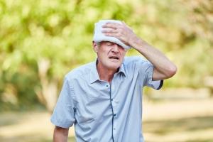 Upały niebezpieczne dla seniorów. Uwaga na udar cieplny [Fot. Robert Kneschke - Fotolia.com]