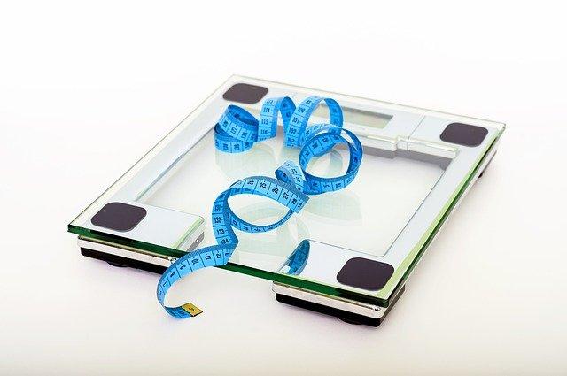 Utrata na wadze w starszym wieku może być objawem demencji [fot. Vidmir Raic from Pixabay]