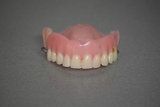 Utrata zębów - czynnik demencji [fot. ExplorerBob from Pixabay]