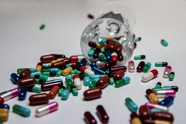 Uwaga: popularne leki sprzyjają zaburzeniom poznawczym [fot. ElisaRiva from Pixabay]