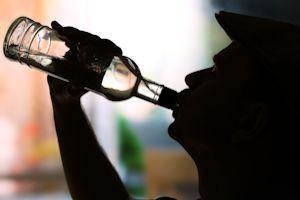 Uzależnienia seniorów: alkohol to poważny problem [© Africa Studio - Fotolia.com]
