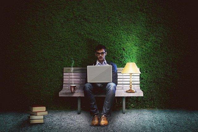 Uzależnienie od pracy sprzyja chorobom psychicznym [fot. Comfreak from Pixabay]