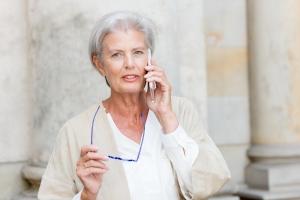 Uzależnienie od telefonu? To potrzeba kontaktu z innymi ludźmi [Fot. PictureArt - Fotolia.com]