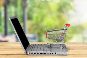 W Internecie kupują wszystkie pokolenia [© BillionPhotos.com - Fotolia.com]