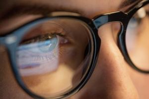 W jakich sytuacjach Polacy sięgają na po okulary? [Fot. Syda Productions - Fotolia.com]