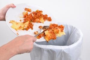 W twoim koszu ląduje rocznie 2000 zł. Tak marnujesz żywność [Fot. simon - Fotolia.com]