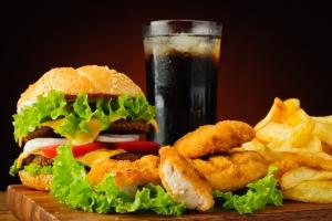 Wakacje: czas nadprogramowych kalorii. Pięć zasad, by nie przytyć [Fot. draghicich - Fotolia.com]