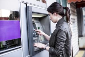 Wakacje: mobilne bankomaty w miejscowościach turystycznych [Fot. Lumina Images - Fotolia.com]