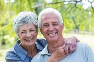 Warto się zestarzeć. Szczęście osiąga się w dojrzałym wieku  [© WavebreakMediaMicro - Fotolia.com]