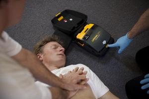 Wczesna defibrylacja ratuje życie [fot. LPCRP]