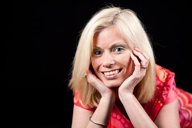 Wcześniejsza terapia hormonalna to mniej zmarszczek i gładsza skóra [fot. luxstorm from Pixabay]