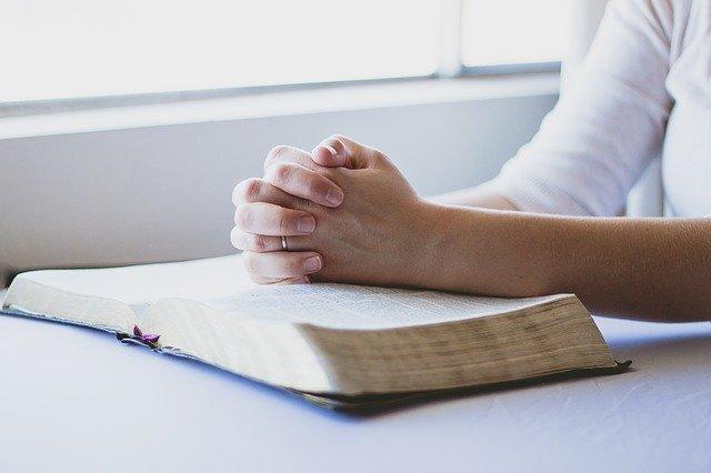 Wiara w Boga pomaga leczyć depresję? [fot. reenablack from Pixabay]