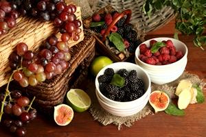 Winogrona i jagody wzmacniają układ odpornościowy [© Africa Studio - Fotolia.com]