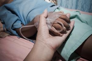 Witaminy C i B17 nie leczą raka, a cukier go nie karmi. Mity o żywieniu podczas choroby nowotworowej [Fot. napatcha - Fotolia.com]