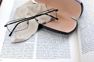Wkrótce okulary do czytania będą niepotrzebne? Nowy sposób na starczowzroczność [© Sergiogen - Fotolia.com]