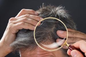 Włos pod lupą - zaskakujące fakty na temat włosów [Fot. Andrey Popov - Fotolia.com]