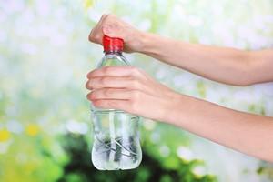 Woda. Jak� rol� odgrywa w naszym organizmie? [© Africa Studio - Fotolia.com]