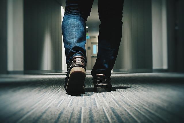 Wolniejszy chÃłd juÅź po czterdziestce? Oznacza szybsze starzenie się mÃłzgu [fot. Pexels from Pixabay]