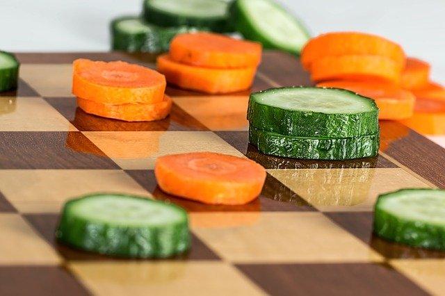 Wpływ na decyzję o diecie ma... atrakcyjność partnera [fot. Steve Buissinne from Pixabay]