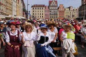 Wrocław stolicą kapeluszy. Seniorzy pobiją rekord? [fot. WCS]