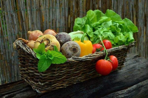 Wybieraj zdrowe jedzenie. Zadbasz i o siebie, i o planetę [fot.  congerdesign z Pixabay]