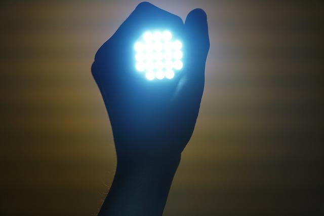 Wyłącz światło LED przed snem - poprawisz metabolizm [fot. Engin Akyurt from Pixabay]