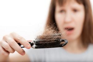 Wypadanie włosów: mogą pomóc zioła [© ia_64 - Fotolia.com]