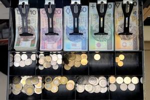 Wypłata nie tylko z bankomatu [© narvf - Fotolia.com]
