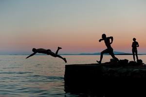 Wypoczynek nad wodą: ostrożność i rozsądek ratują życie [© kasiuta - Fotolia.com]