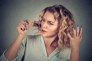 Wyrywanie włosów (trichotillomania) - objawy, przyczyny i leczenie [© pathdoc - Fotolia.com]