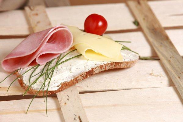 Wystarczy jeść mniej, by dłużej żyć [fot. andreas160578 from Pixabay]