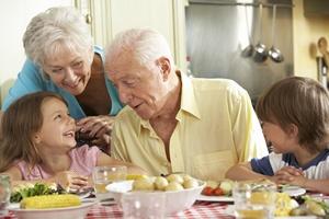 Za otyłość dzieci odpowiedzialni są dziadkowie? [© Monkey Business - Fotolia.com]