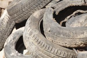 Za zużyte lub uszkodzone opony można dostać mandat [Fot. detailfoto - Fotolia.com]